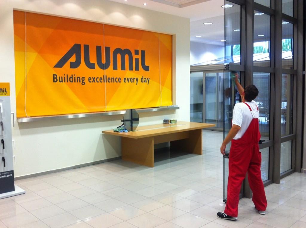 Καθαρισμός υαλοπινάκων εγκαταστάσεων Alumil