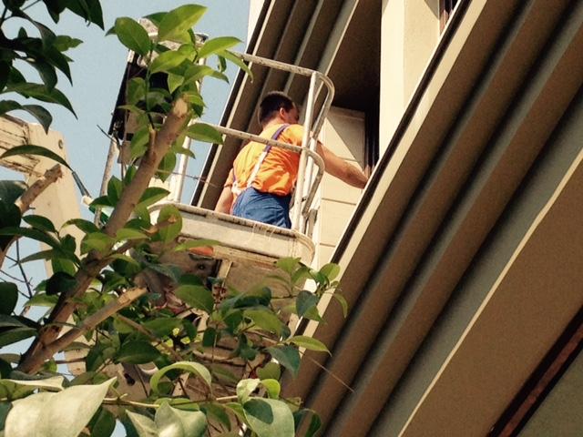 Καθαρισμός υαλοπινάκων στο νέο HONDOS CENTER